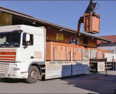 Bild zeigt Ziegellieferung mit Bautransport der Stefan Kapsner OHG